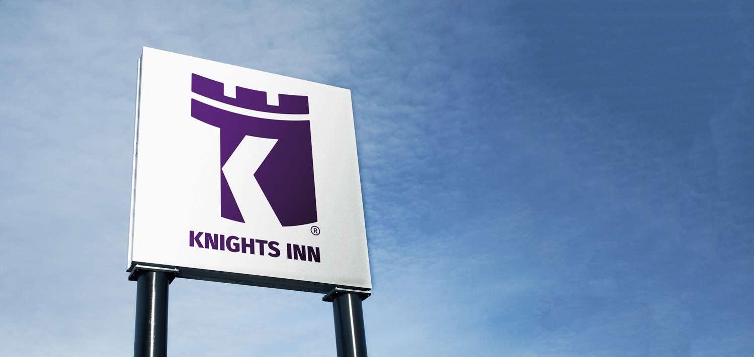 Exterior view - Knights Inn Lethbridge