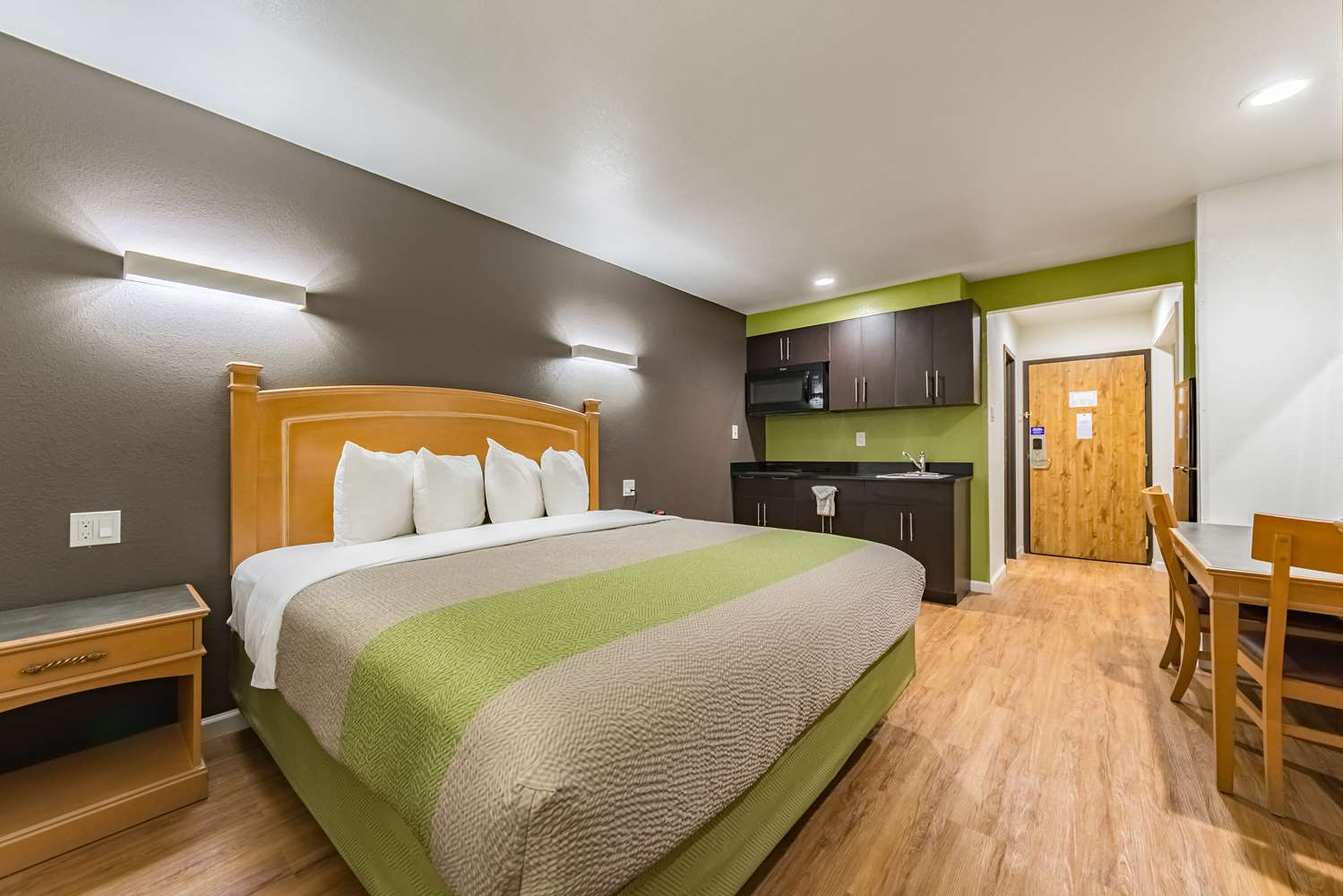 Room - Studio 6 Extended Stay Hotel Plano