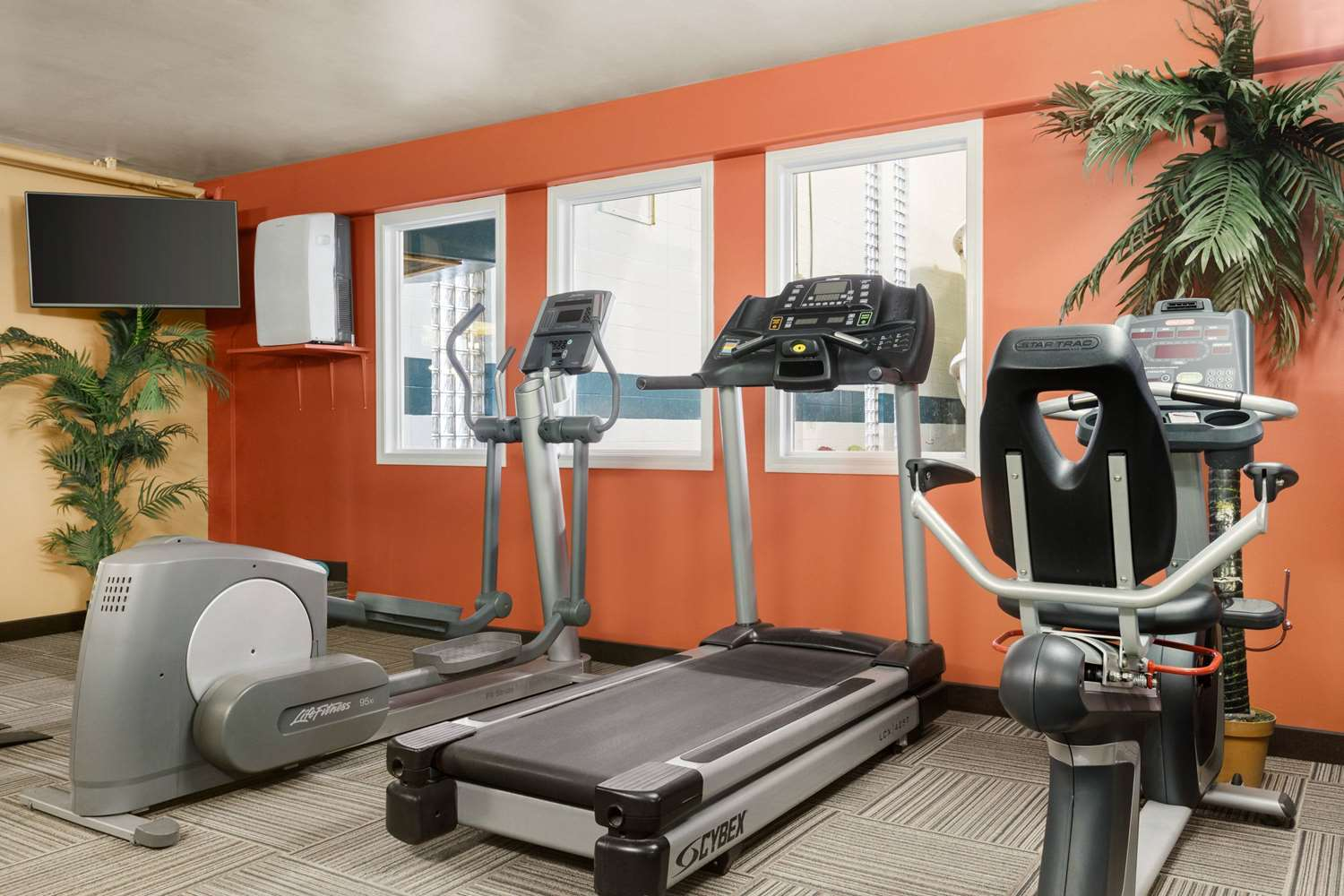Fitness/ Exercise Room - Travelodge Lloydminster