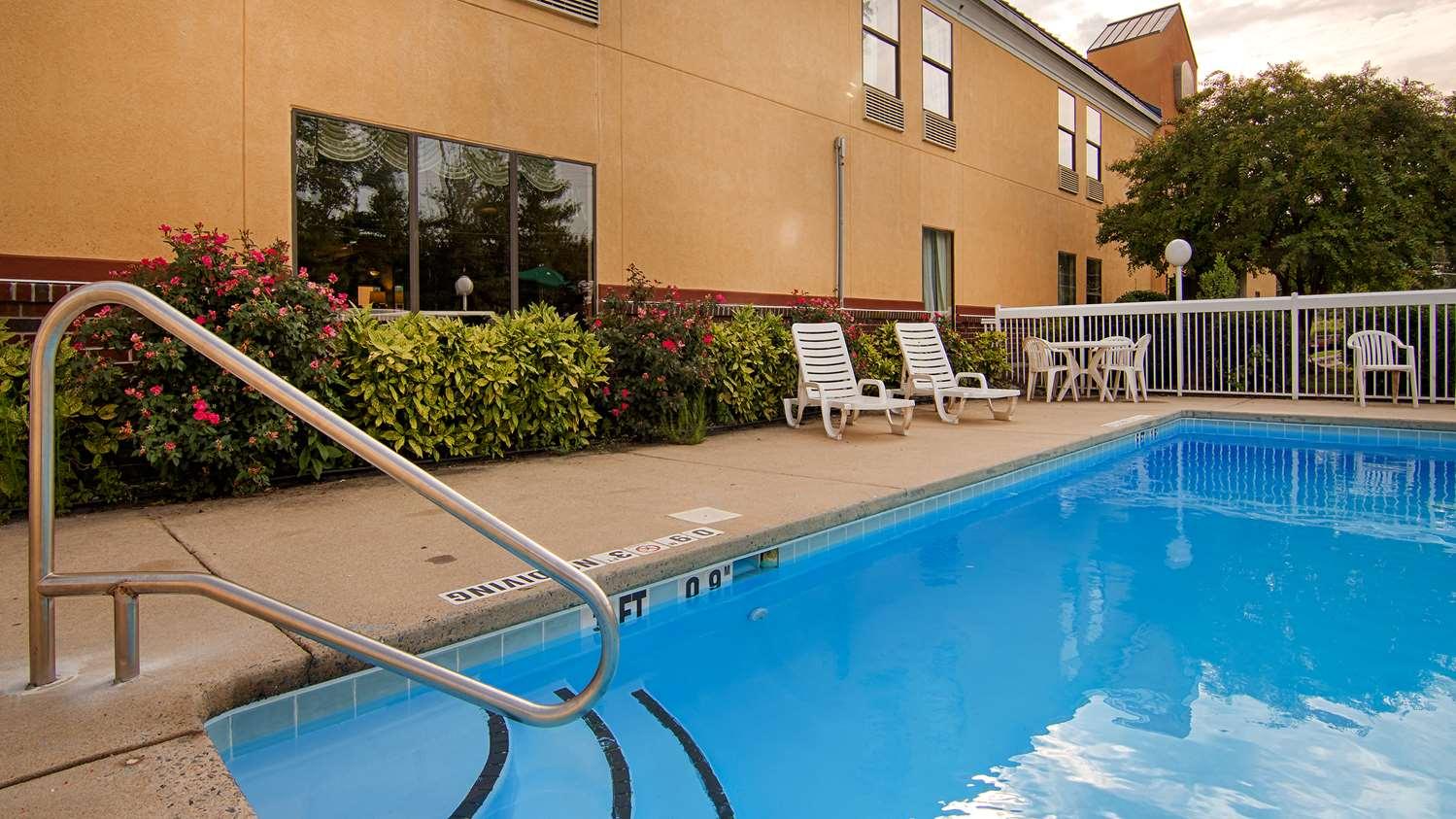 Pool - SureStay Plus Hotel by Best Western Tarboro