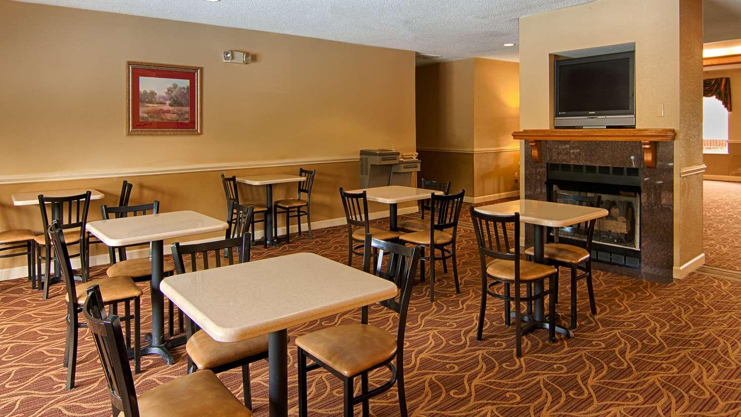 Restaurant - SureStay Plus Hotel by Best Western Tarboro