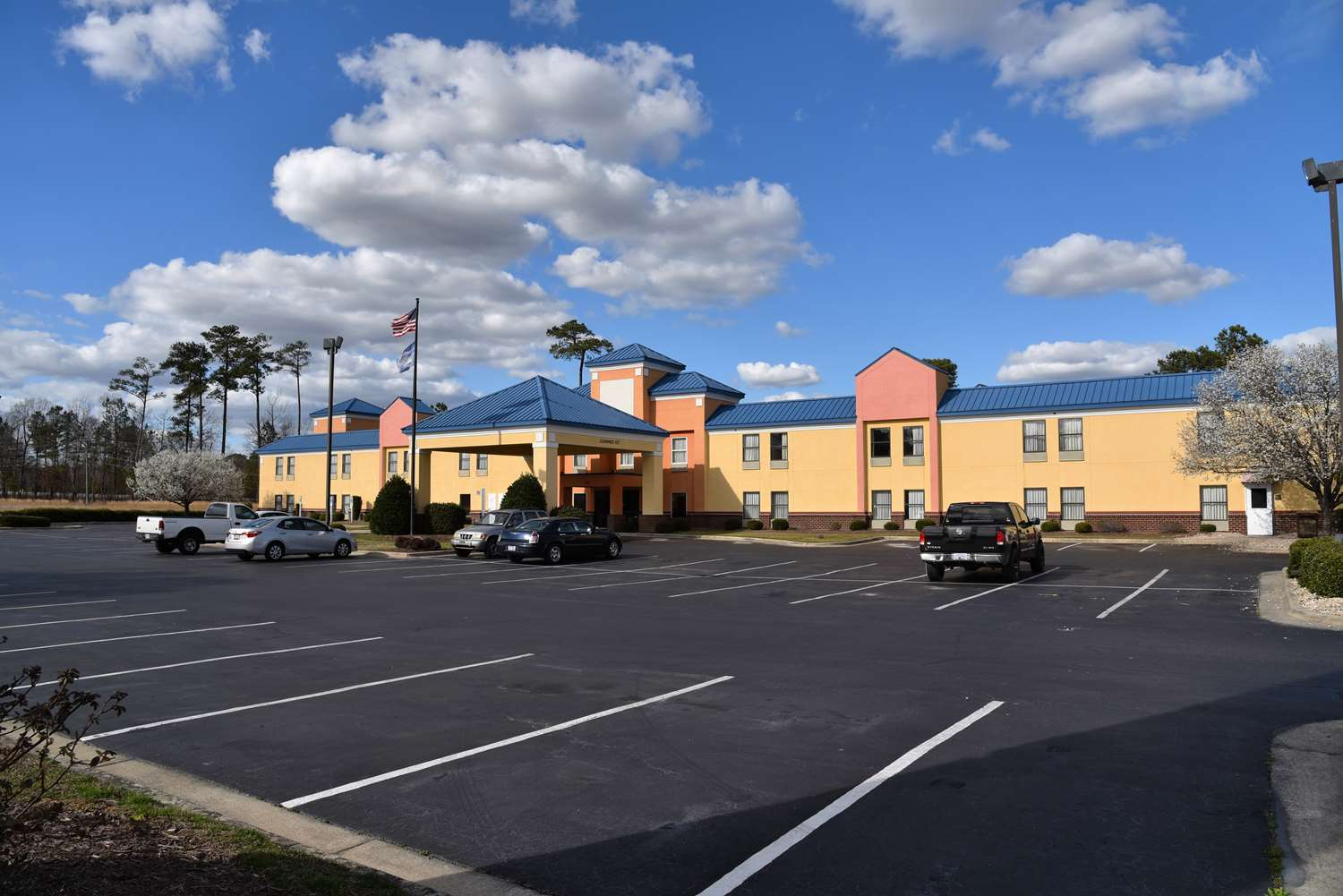 Exterior view - SureStay Plus Hotel by Best Western Tarboro
