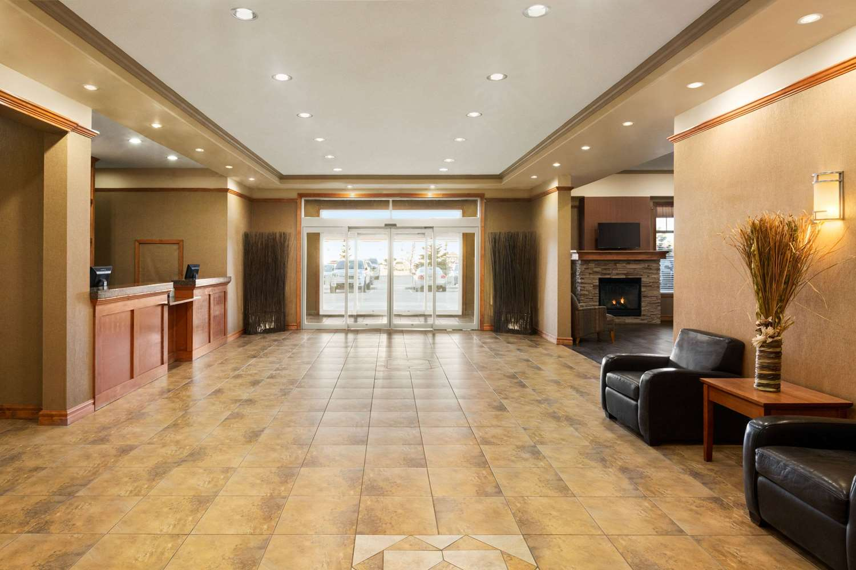 Lobby - Days Inn & Suites Edmonton Airport Leduc