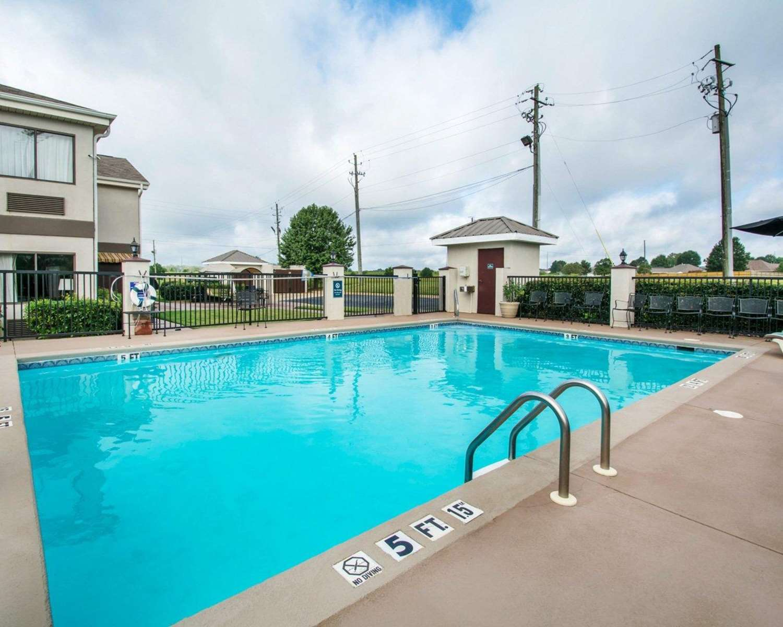 Pool - Quality Inn Prattville