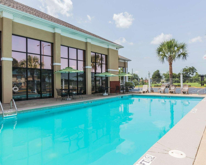 Pool - Quality Inn Northeast Montgomery