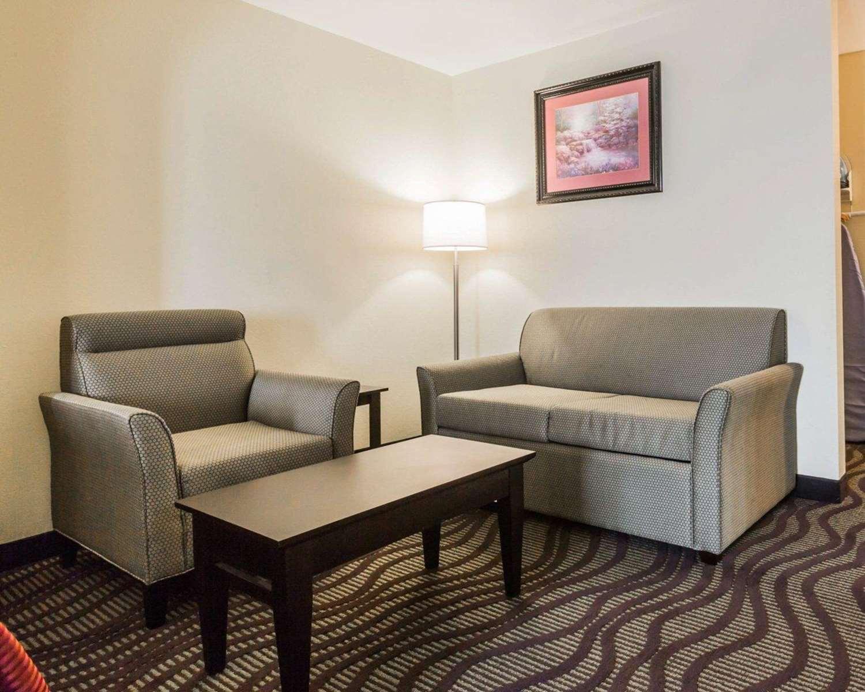 Suite - Quality Inn Northeast Montgomery
