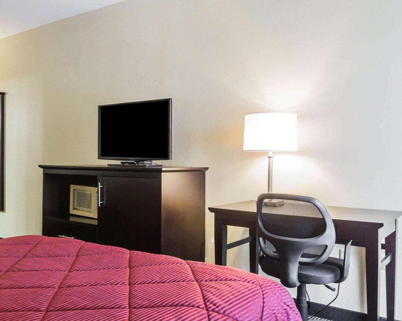 Room - Quality Inn Northeast Montgomery