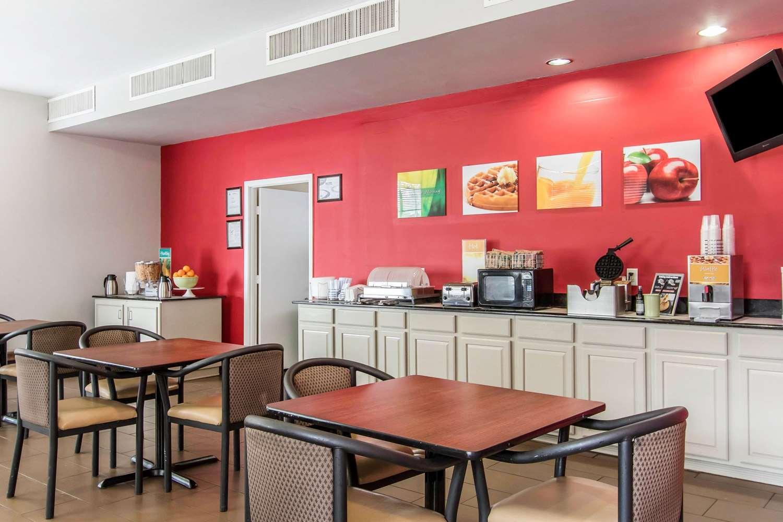 Restaurant - Quality Inn Downtown Mobile