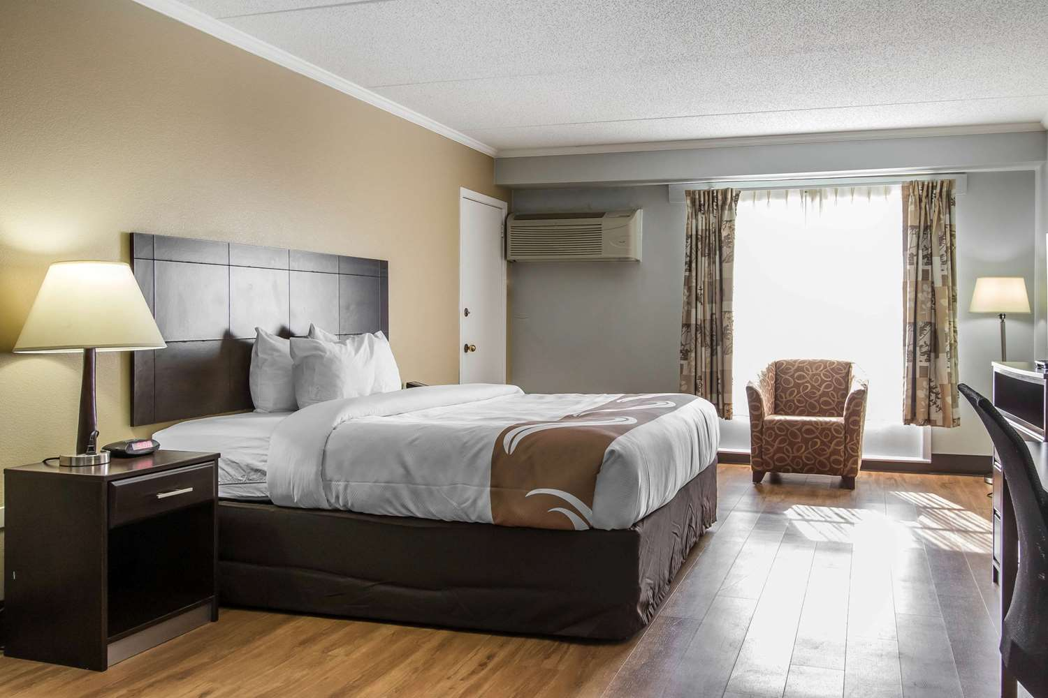 Suite - Quality Inn Downtown Mobile