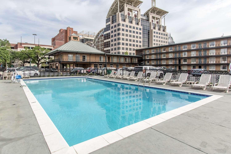 Pool - Quality Inn Downtown Mobile