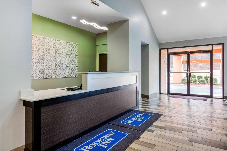 Lobby - Rodeway Inn Tuscaloosa