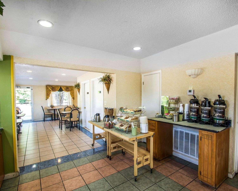Restaurant - Quality Inn Evergreen