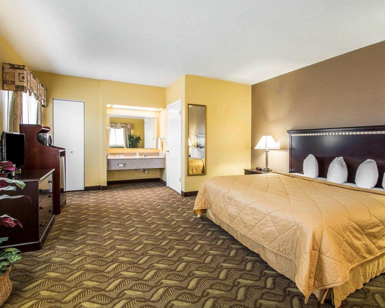 Room - Quality Inn Evergreen