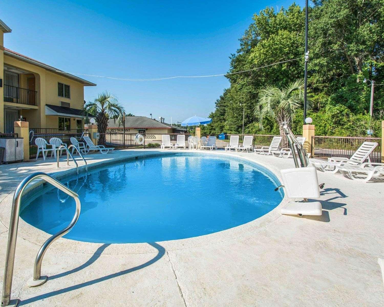 Pool - Quality Inn Evergreen
