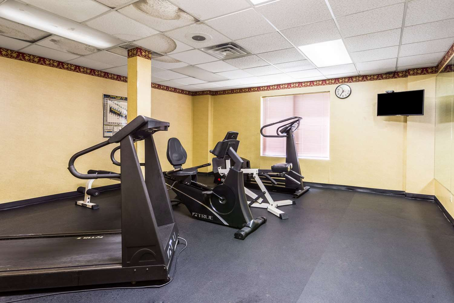 Fitness/ Exercise Room - Econo Lodge Oxmoor Birmingham