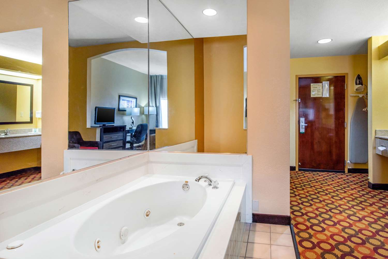 Room - Quality Inn & Suites ASU Montgomery