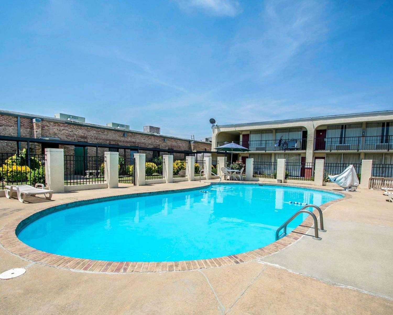 Pool - Econo Lodge Andalusia