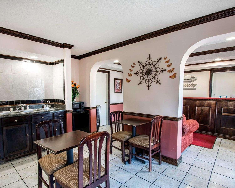 Restaurant - Econo Lodge Andalusia