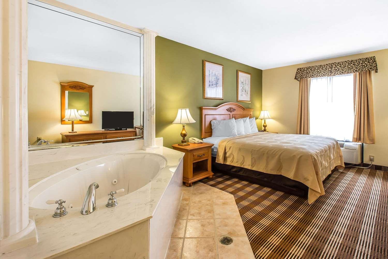 Room - Quality Inn Hanceville
