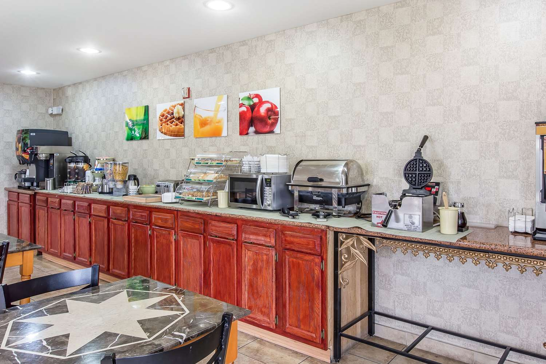 Restaurant - Quality Inn Hanceville