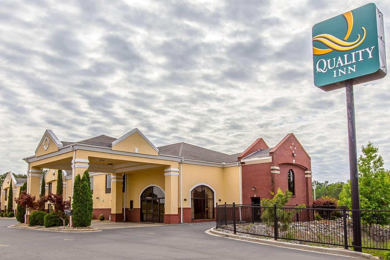 Exterior view - Quality Inn Hanceville