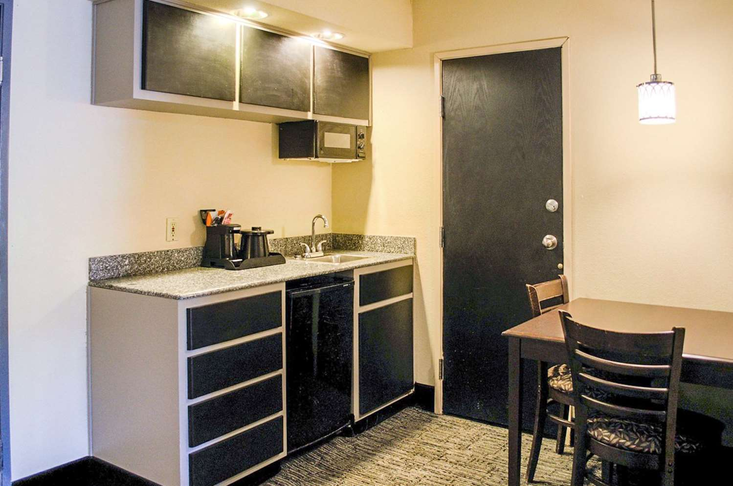 Room - Quality Inn & Suites West Mobile