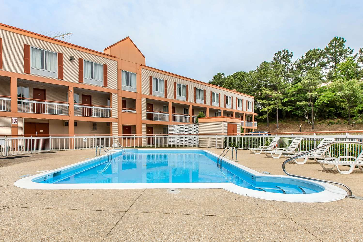 Pool - Quality Inn Homewood