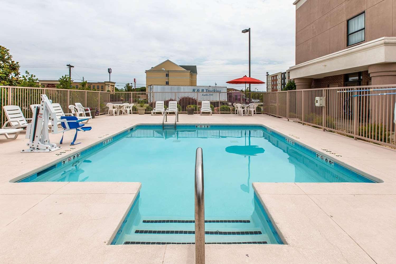 Pool - Comfort Suites Oxford