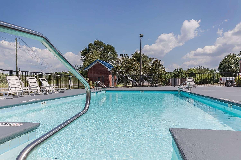 Pool - Quality Inn Calera