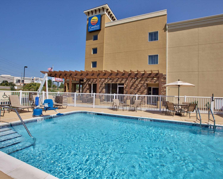 Pool - Comfort Inn & Suites Dothan