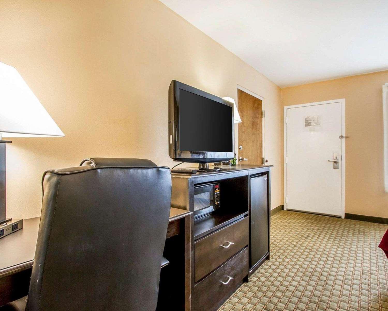 Room - Quality Inn Foley