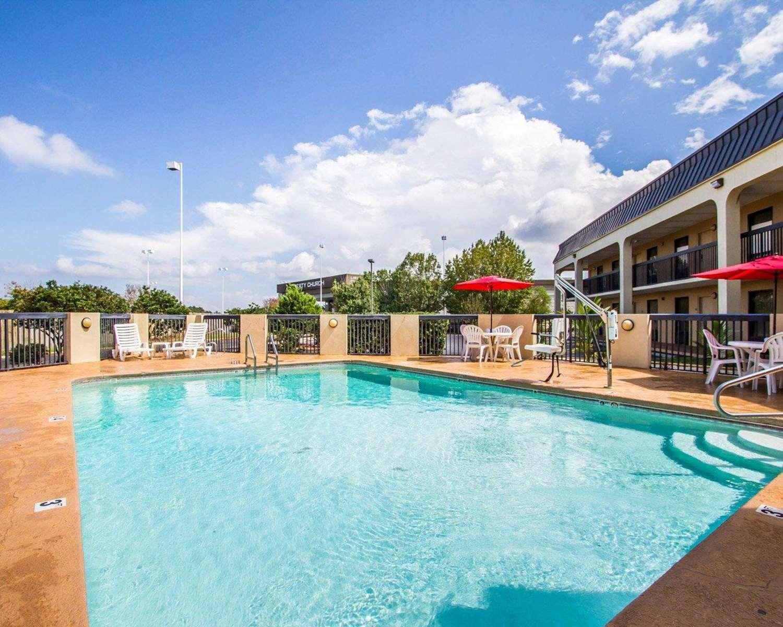 Pool - Quality Inn Foley