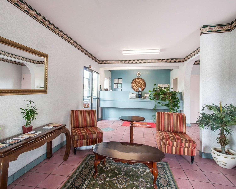Pool - Econo Lodge & Suites Northport