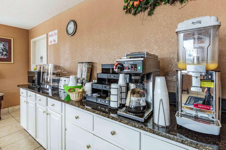 Restaurant - Rodeway Inn near Golf Course Prattville