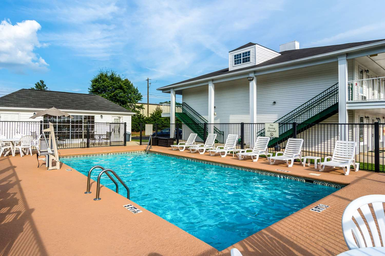 Pool - Quality Inn Village Mall Auburn