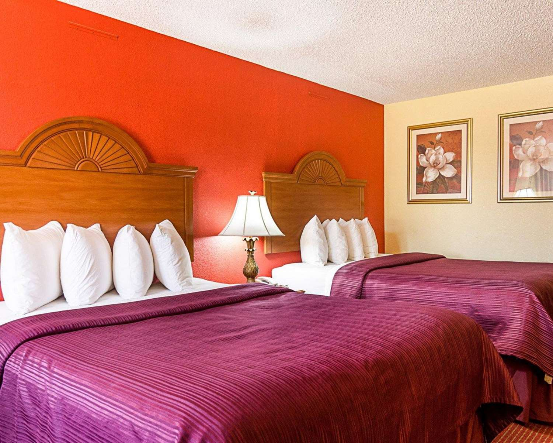 Room - Quality Inn Van Buren