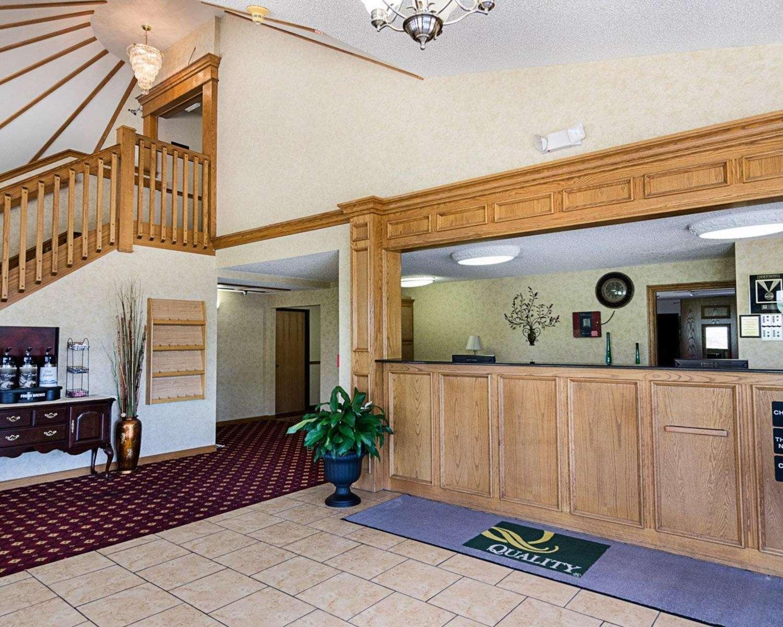 Lobby - Quality Inn Van Buren