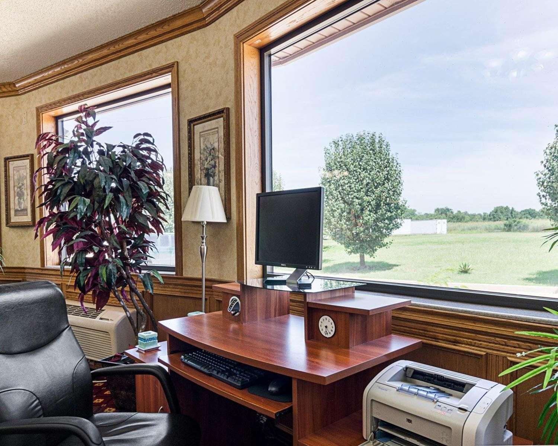 Conference Area - Quality Inn Van Buren