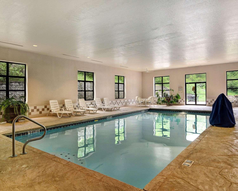 Pool - Comfort Inn & Suites Hot Springs