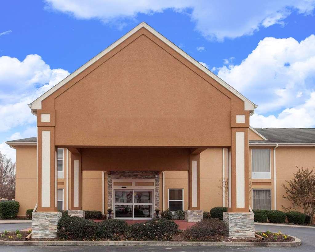 Quality Inn & Suites I-40 East - 5710 Pritchard Drive
