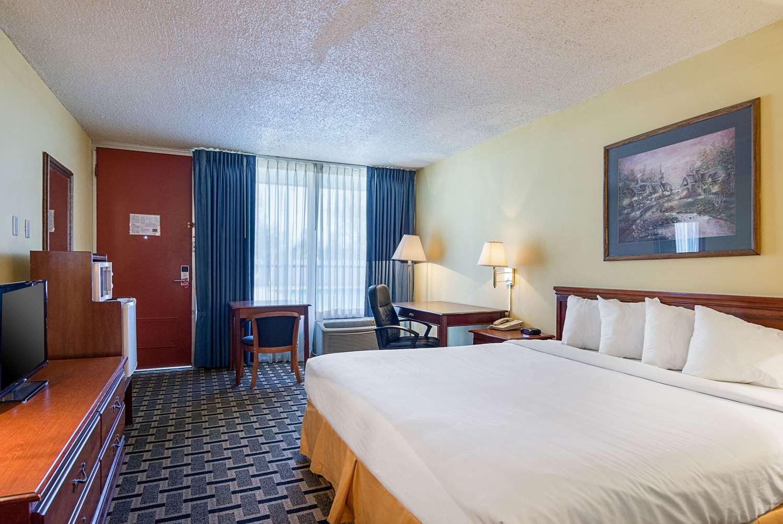 Room - Econo Lodge Arkadelphia