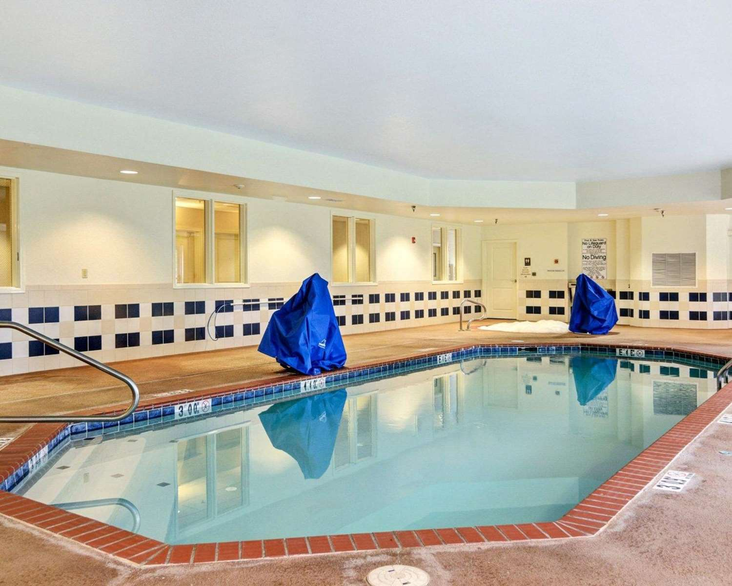 Pool - Comfort Suites Hot Springs