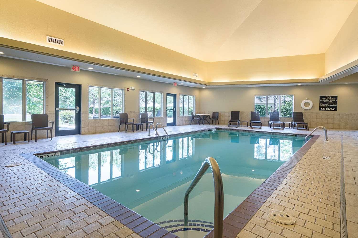 Pool - Comfort Inn Crystal Bridges Bentonville
