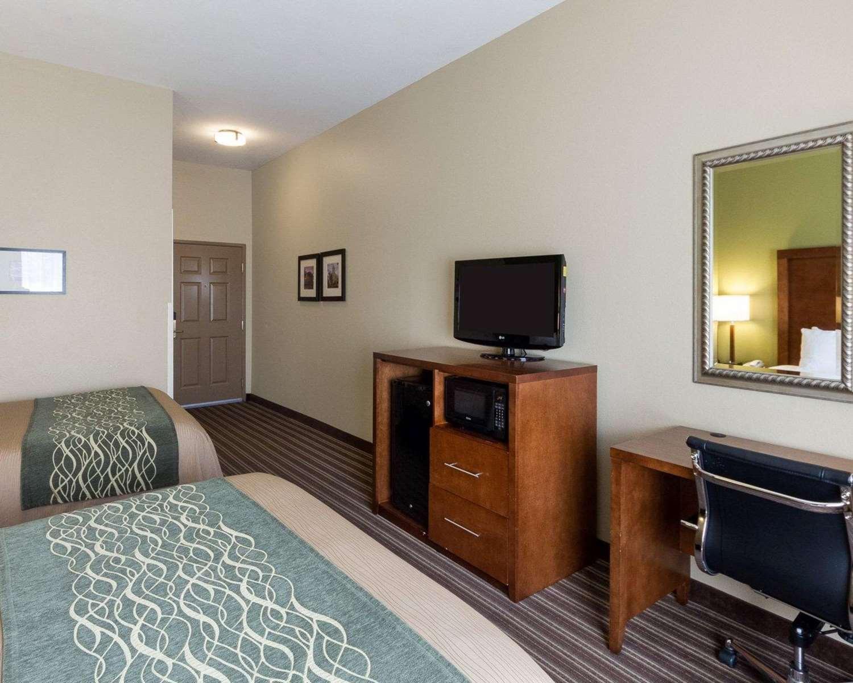 Room - Comfort Inn & Suites Fayetteville