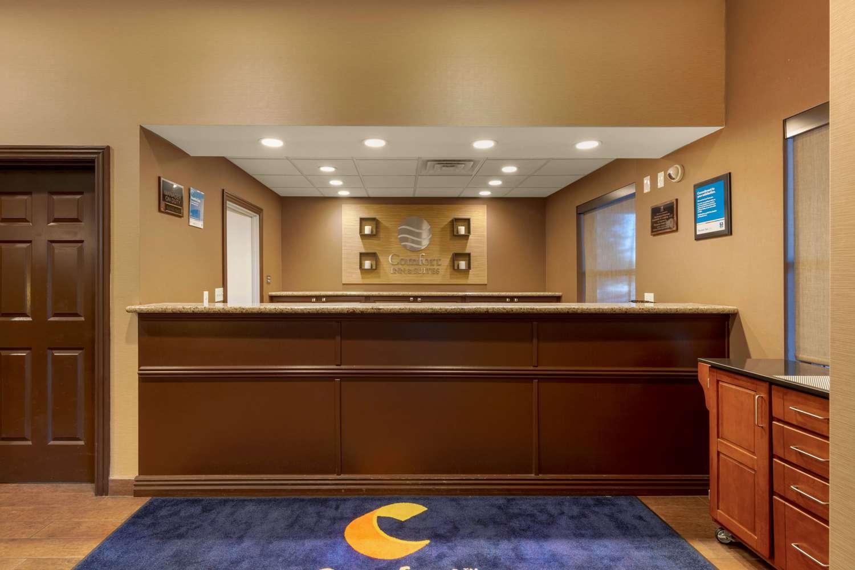 Lobby - Comfort Inn & Suites Fayetteville