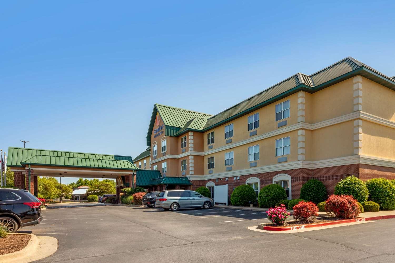 Exterior view - Comfort Inn & Suites Fayetteville