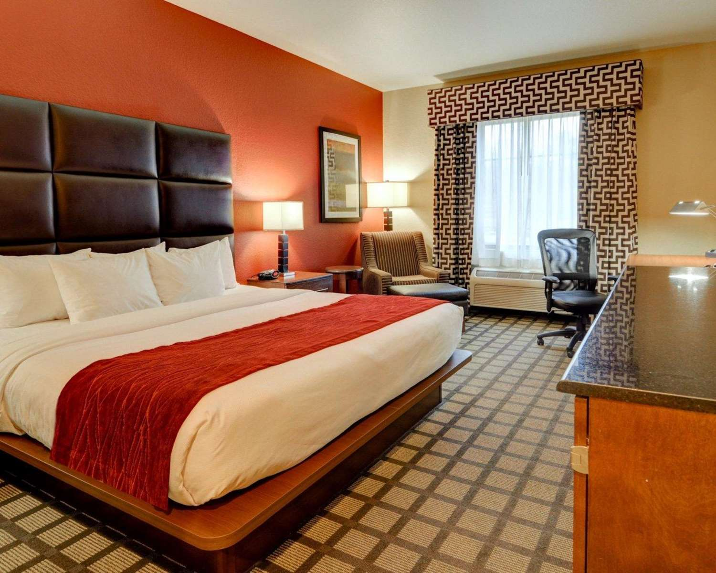 Room - Comfort Inn & Suites Fort Smith