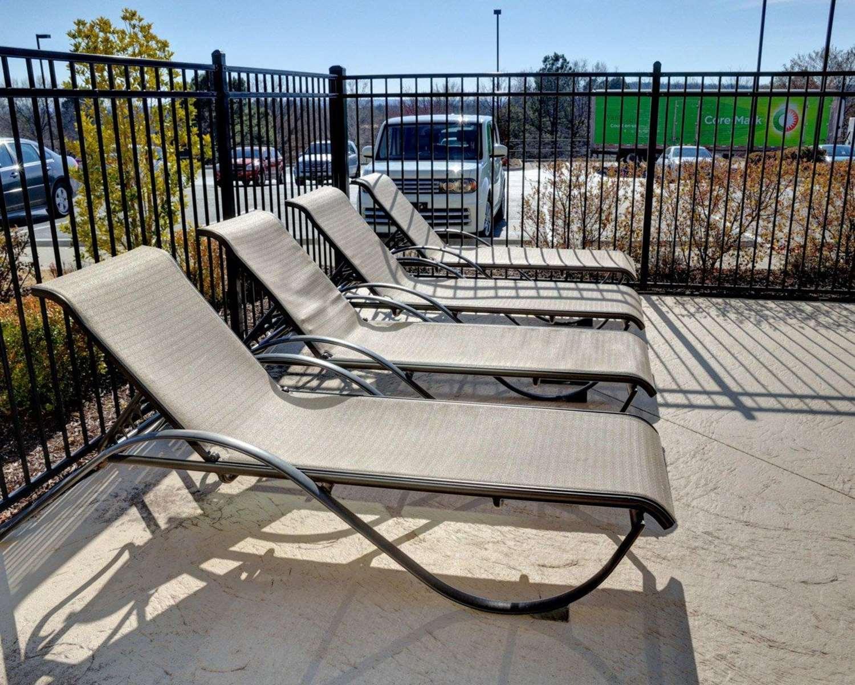 Pool - Comfort Inn & Suites Fort Smith