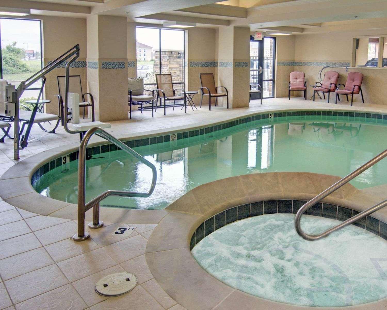 Pool - Comfort Suites Texarkana