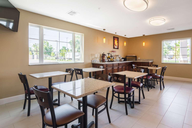 Restaurant - Econo Lodge Inn & Suites Downtown North Little Rock